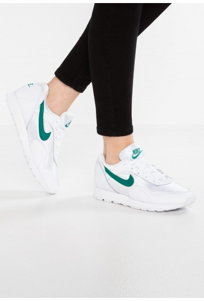 Nike OUTBURST - Baskets basses white/opal green liquidation