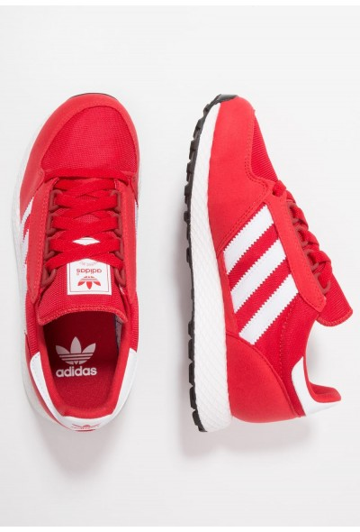 Adidas FOREST GROVE  - Baskets basses scarlet/footwear white/core black pas cher