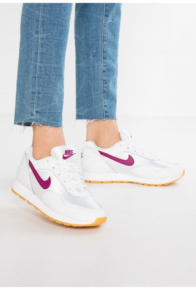 Nike OUTBURST - Baskets basses summit white/true berry/yellow liquidation