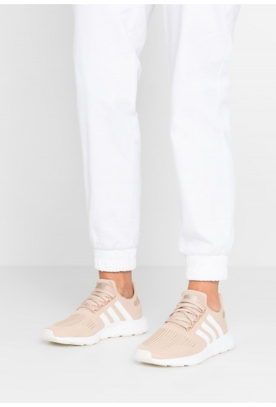 Adidas SWIFT RUN EXCLUSIVE - Baskets basses pale nude/footwear white/copper metallic pas cher