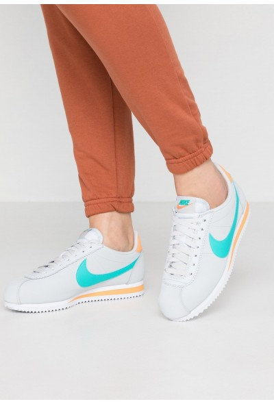 Nike CLASSIC CORTEZ - Baskets basses pure platinum/hyper jade/fuel orange liquidation