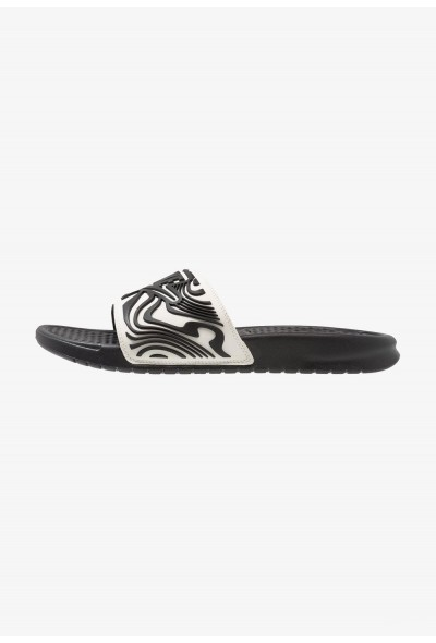 Black Friday 2020 | Nike BENASSI JDI SE - Mules white/black liquidation
