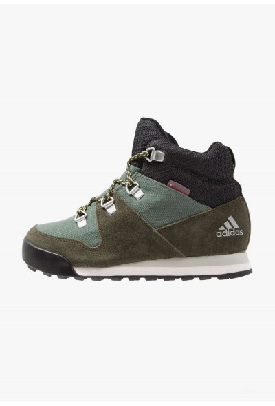 Adidas CW SNOWPITCH - Chaussures de marche base green/night cargo/ash silver pas cher