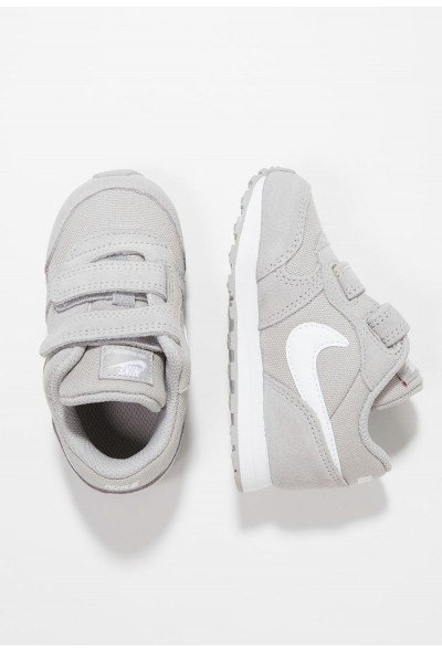 Nike NIKE MD RUNNER 2 - Chaussures premiers pas atmosphere grey/white liquidation
