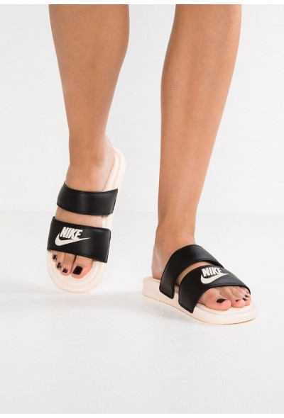 Nike BENASSI DUO ULTRA SLIDE - Mules black/guava ice liquidation