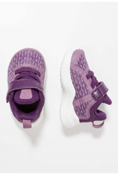 Nike RIVAL - Chaussures de running neutres violet dust/metallic gold star/night purple liquidation