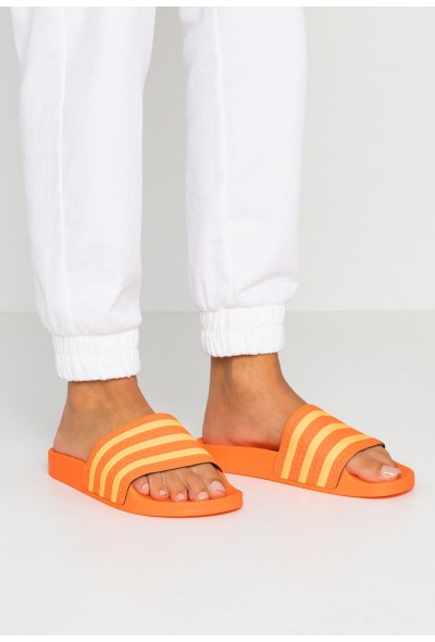 Adidas ADILETTE - Mules orange/flash orange pas cher