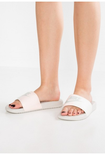 Nike BENASSI JDI - Mules light bone/sail/crimson tint liquidation