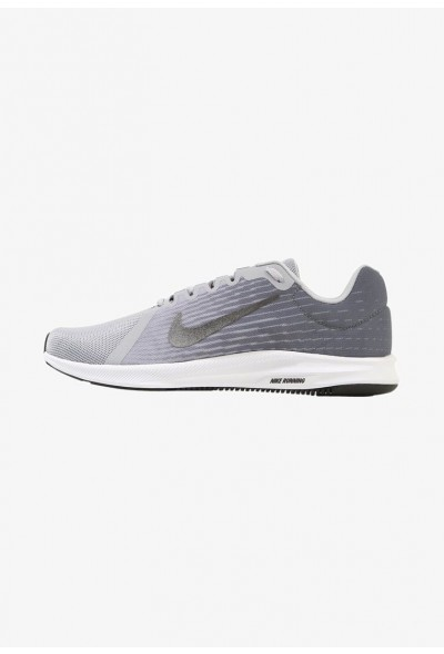 Nike DOWNSHIFTER 8 - Chaussures de running neutres wolf grey/metallic dark grey/cool grey/black/white liquidation