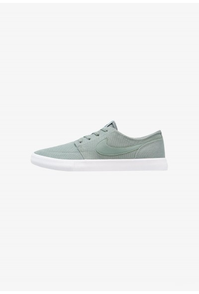 Nike PORTMORE II SS CNVS - Baskets basses clay green/black/white liquidation