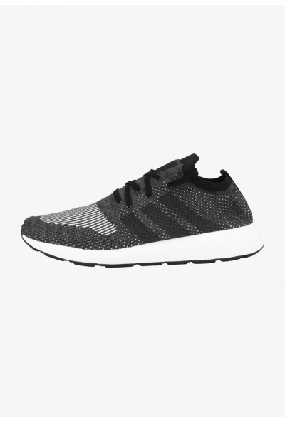 Adidas SWIFT RUN PK - Baskets basses - core black-grey five core black-grey five-medium grey heather pas cher