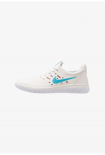 Nike NYJAH FREE - Baskets basses summit white/solar red/white/light blue fury liquidation