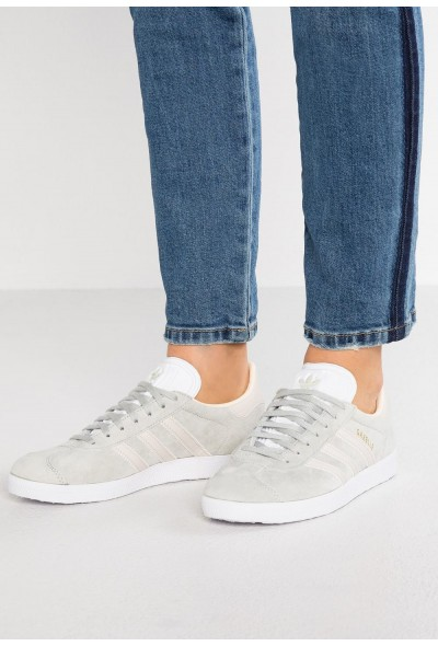 Adidas GAZELLE - Baskets basses ash silver/clear brown/ecru tint pas cher