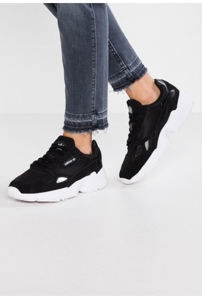 Adidas FALCON - Baskets basses core black/footwear white pas cher