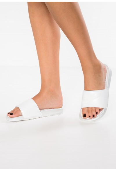 Nike BENASSI  - Sandales de bain metallic summit white/summit white liquidation