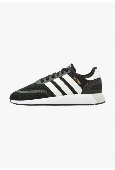 Adidas Baskets basses core black/footwear white/grey one pas cher