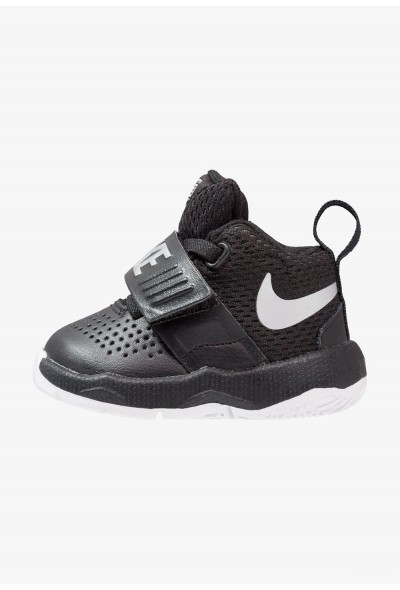 Nike TEAM HUSTLE D 8 - Chaussures de basket - black/metallic silver black/metallic silver-white liquidation