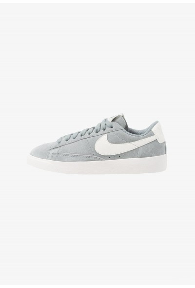 Nike BLAZER - Baskets basses mica green/sail liquidation