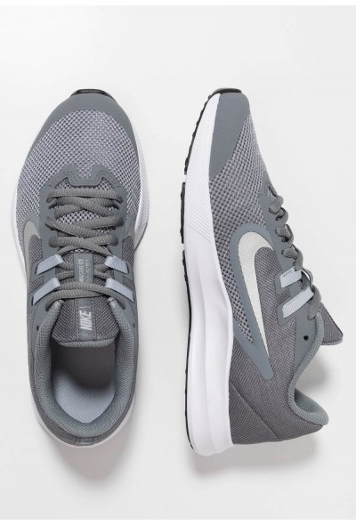 Nike DOWNSHIFTER 9 - Chaussures de running neutres cool grey/metallic silver/wolf grey/black liquidation
