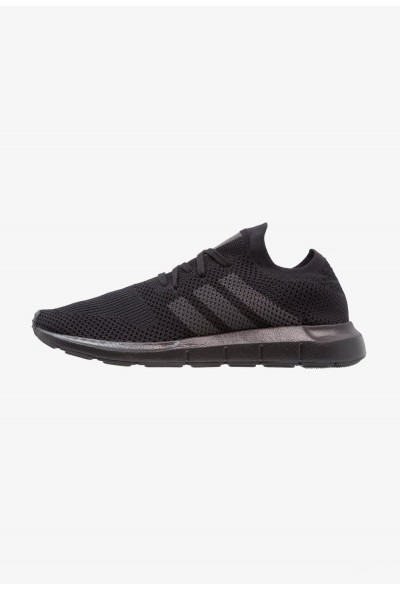 Adidas SWIFT RUN PK - Baskets basses core black/grey five pas cher