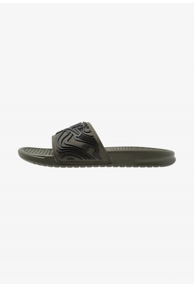 Black Friday 2020 | Nike BENASSI JDI SE - Mules cargo khaki/black liquidation