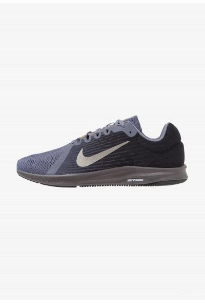 Nike DOWNSHIFTER 8 - Chaussures de running neutres light carbon/metallic pewter/peat moss/black/thunder grey liquidation