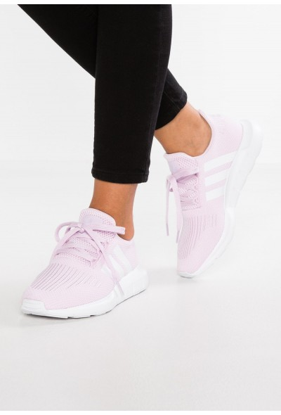 Adidas SWIFT RUN EXCLUSIVE - Baskets basses aero pink/footwear white pas cher
