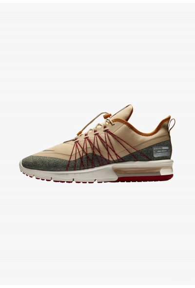 Nike AIR MAX SEQUENT 4 UTILITY - Chaussures de running neutres desert ore/desert ochre/red crush/metallic silver liquidation
