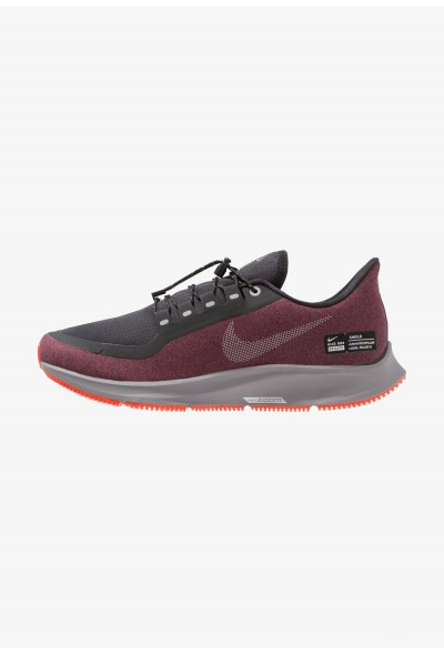 Nike AIR ZOOM PEGASUS 35 SHIELD - Chaussures de running neutres black/metallic silver/night maroon/gunsmoke/bright crimson liquidation
