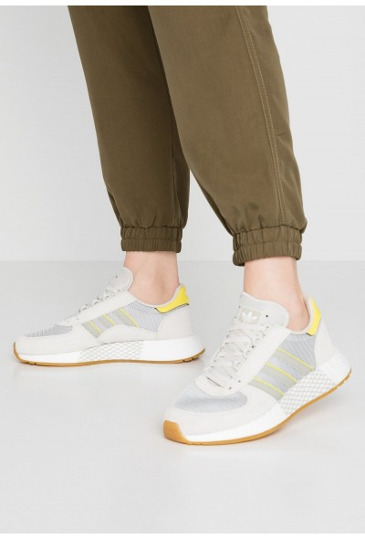 Adidas MARATHON TECH  - Baskets basses raw white/sesame/bright yellow pas cher