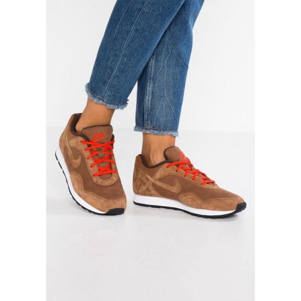 Nike OUTBURST - Baskets basses light british tan/baroque brown/habanero red/white liquidation